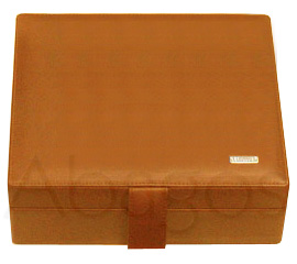 LEATHER travel humidor for 15-30 cigars
